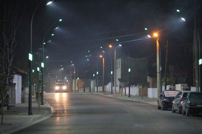 Girne Caddesi Işık Saçıyor