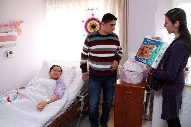 Annelere Bebek Çantası Dağıtımı Devam Ediyor