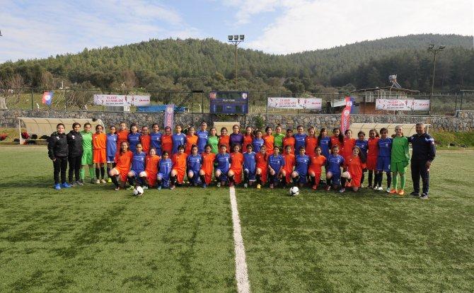 TFF-Ülker Elit Kız Köyü kapsamında 4'lü futbol turnuvası tamamlandı