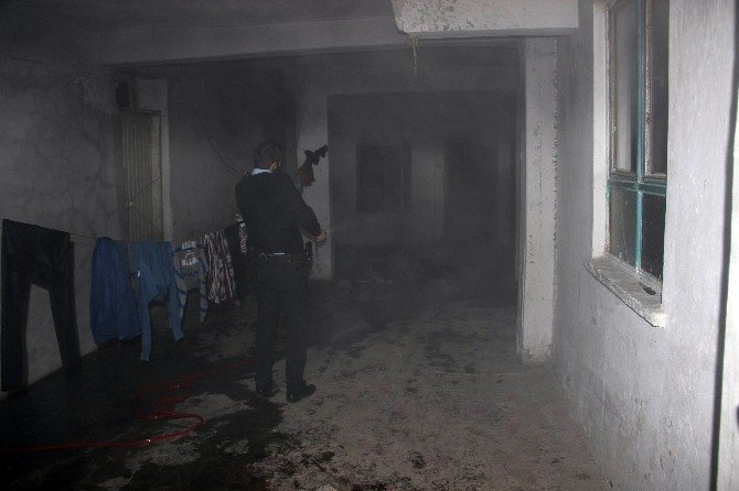 Annesinin Evde Bıraktığı Çocuk Çıkan Yangında Öldü