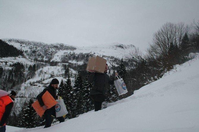 Trabzon'da Zor Şartlarda Yaşam Mücadelesi Veren Aileye Yardım Ulaştırıldı