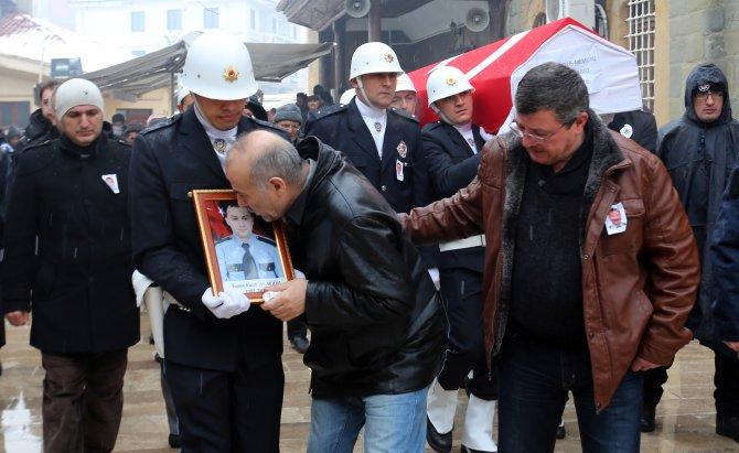 Şehit polisin babası: Polis ve asker de zırhlı araçlara binsin