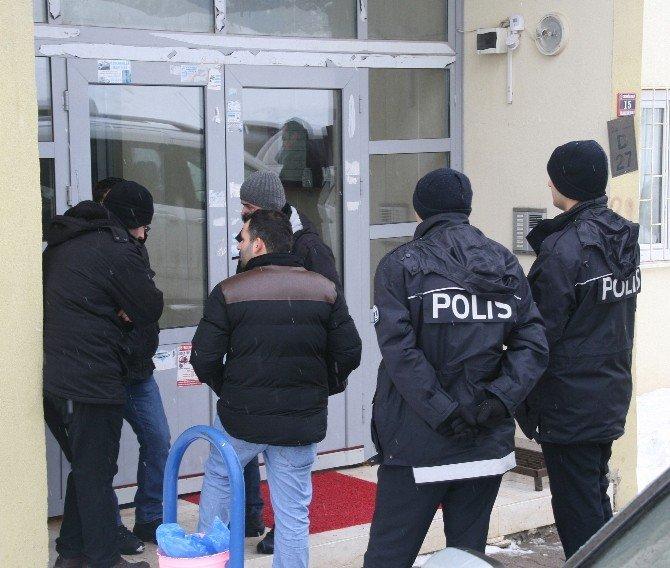 Kıskançlık Krizine Giren Kadın, Polis Eşinin Tabancasıyla İntihar Etti