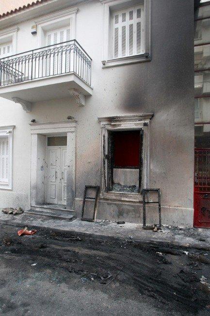 Çipras'ın Başdanışmanı Flabouraris'in Evine Motoloflu Saldırı