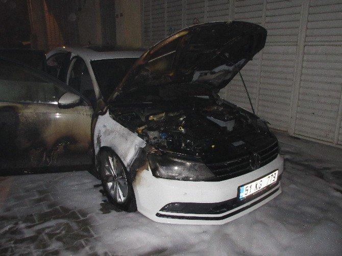 Adana'da 3 Otomobil Kundaklandı