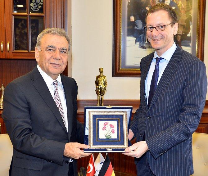 Alman Bakan Günthner: İzmir'e yatırım yapmakla doğru karar vermişiz