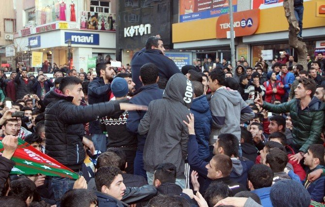 Diyarbakır'da Galibiyet Kutlamasında Olaylar Çıktı: 2 Yaralı