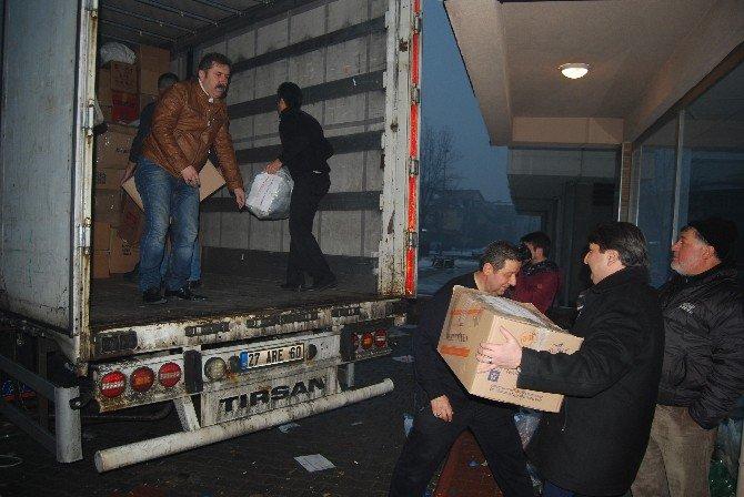 AK Parti'den Bayırbucak Türkmenlerine 2 Tır Dolusu Yardım