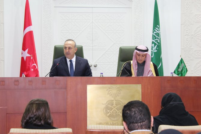 Çavuşoğlu: İran, Suriye'deki mezhepçi politikalarından vazgeçmesi gerekir