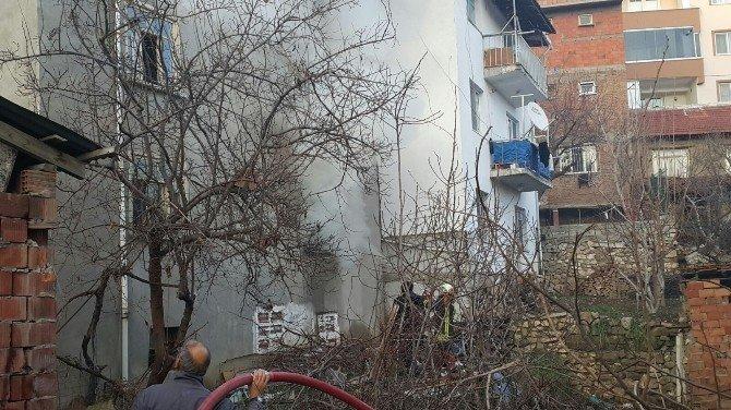 Tinercilerin Metruk Evde Çıkardığı Yangın Korkuttu
