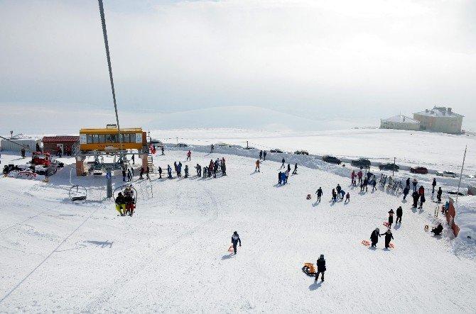 Doğu Anadolu'da Kayak Merkezine Yoğun İlgi