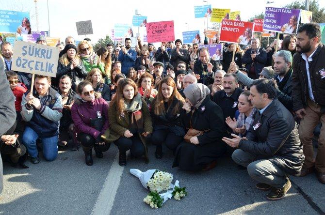 Üniversite öğrencisi Büşra'nın öldüğü yerde eylem yaptılar