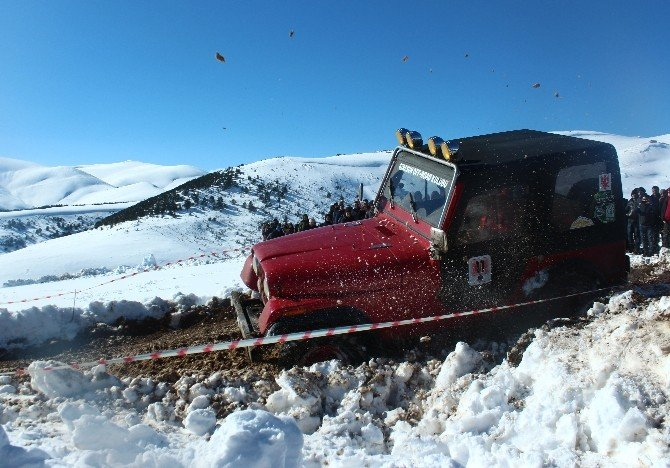 Kar Üstünde Off-road Nefes Kesti