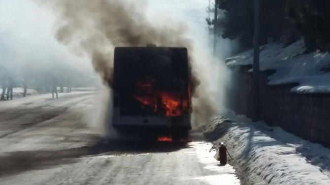 Şehir içi yolcu otobüs yandı