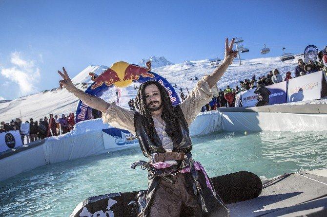 Erciyes'te Buz Gibi Suya Meydan Okudular