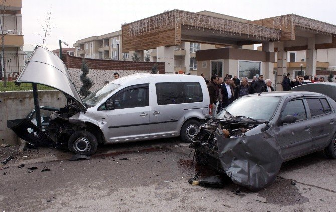 Kocaeli'de Trafik Kazası: 3'ü Çocuk 6 Yaralı