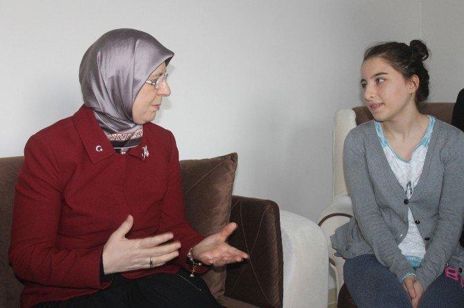 Bakan Ramazanoğlu Valiliğin Eve Yerleştirdiği Aileyi Ziyaret Etti