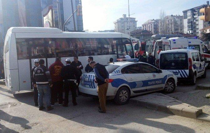 Servis Otobüsü, Çarptığı Yaşlı Adamı Metrelerce Sürükledi