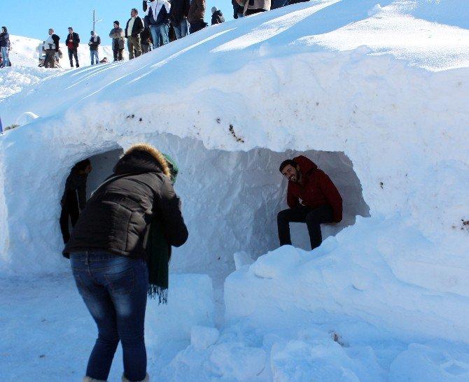 2 Bin Rakımda Kar Üstünde Güreş