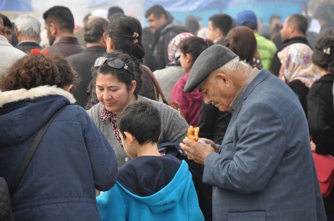 Festivalde 2 ton sucuk ekmek dağıtıldı