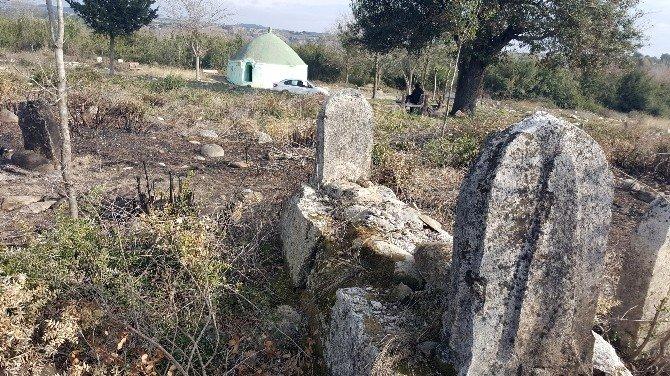 Osmanlı Dönemine Ait Mezarlık, İlgisizlik Ve Bakımsızlıktan Harabeye Döndü