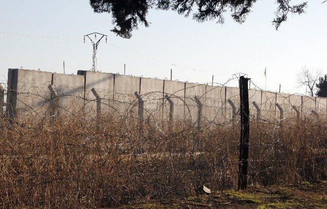 Ceylanpınar - Suriye Sınırına Duvar Örülüyor