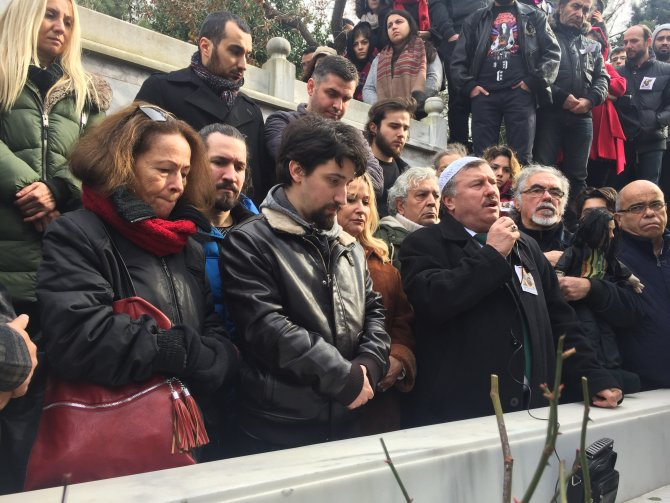 Barış Manço, mezarı başında dualarla anıldı