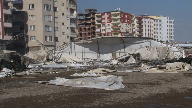 Siirt'te Yıkılan Çadır Enkazı Kaldırılıyor