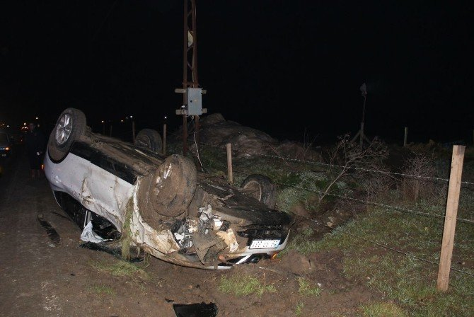 Elektrik Direğine Çarpıp Takla Atan Otomobilden Sağ Çıktı