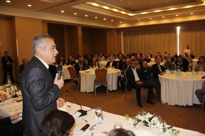 AK Parti Kuşadası'nda İstişare Toplantısı Yaptı