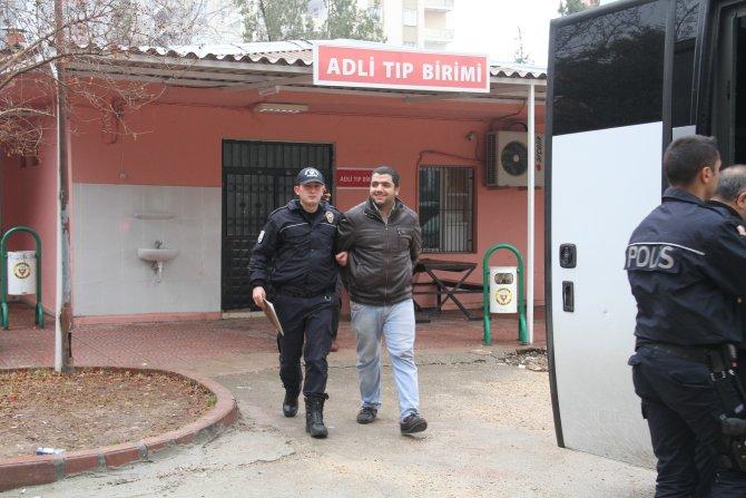 Korsan gösterilerde polise bomba attıkları iddiasıyla 14 kişi yakalandı
