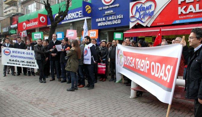 Bursa aile hekimlerinden Mersin'de sözleşmesi feshedilen meslektaşlarına destek