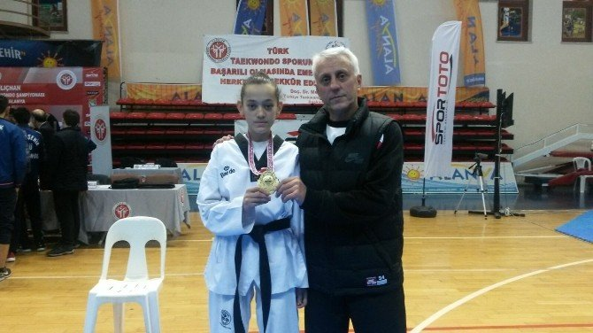2016'nın İlk Şampiyonluğu Emine Göğebakan'dan