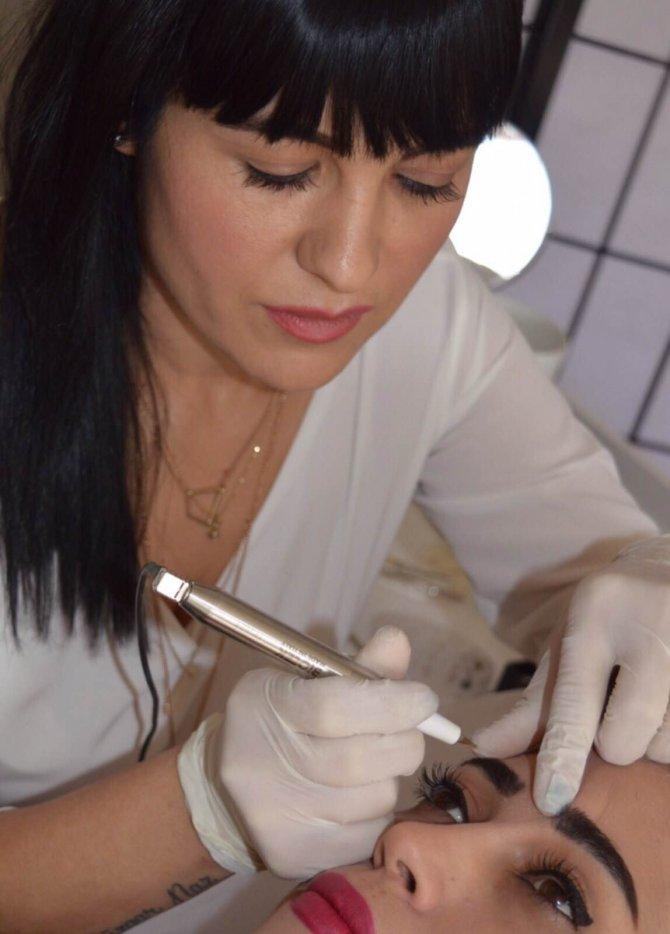 Kanser hastaları kalıcı makyajla moral buluyor