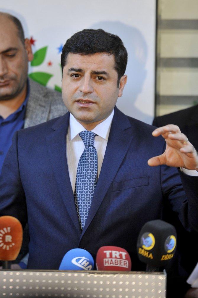 Demirtaş: 'Parlamento çalışmıyor, başkanlığa geçmemiz lazım' mesajı veriyor