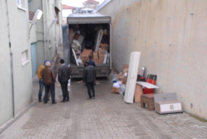 Eşya taşıyan kamyonda 110 bin paket kaçak sigara çıktı