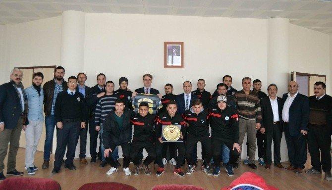 Kulu Emniyet Müdürü Gürkan'dan, Kulu Belediyespor'a Plaket