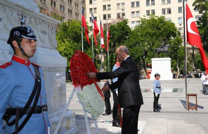 Cumhurbaşkanı Erdoğan Şili'de anıta çelenk koydu