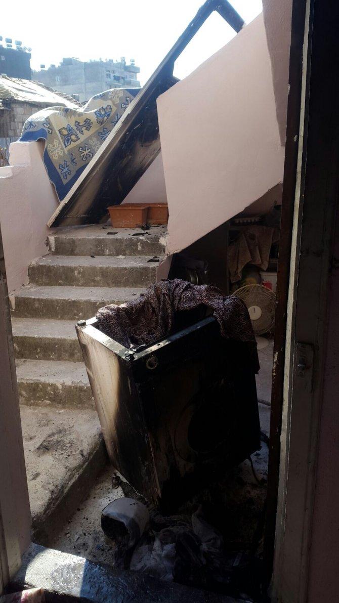 Çıkmaz sokaktaki pazar yüzünden itfaiye yanan eve ulaşamadı