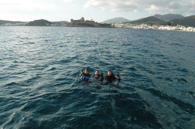 Öğrenciler Denizin Dibinden Tonlarca Çöp Çıkardı