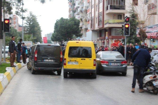 Nazilli'de Zincirleme Kaza Caddeyı Trafiğe Kapandı