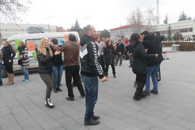 Türk Ve Yabancı Gençler, Sağlıklı Beslenme Ve Spor İçin Farkındalık Oluşturmaya Çalıştı