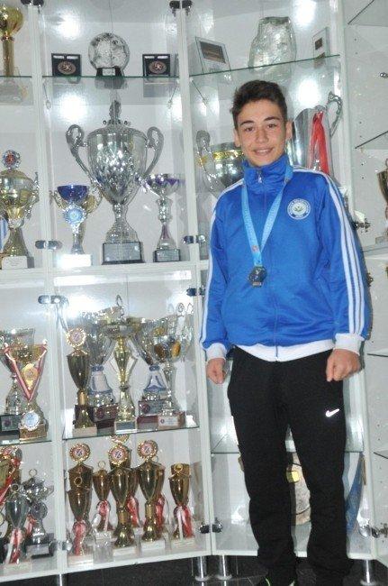 Nilüfer Belediyespor Atletlerinden Büyük Başarı