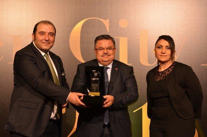 """Başkan Yağcı """"Golden City Awards 2016"""" Yılının En İyi İl Belediye Başkanı Seçildi"""