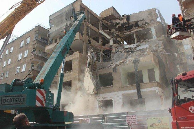 İnşaat İşçisi Çöken Binanın Altında Kaldı