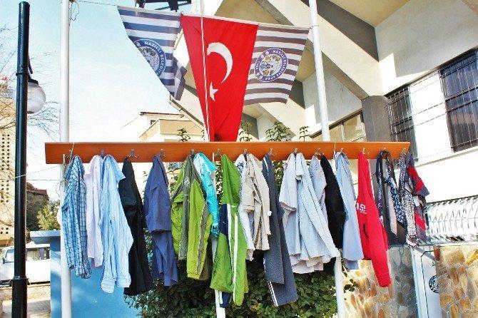 Taraftar Derneğinden Askıda Elbise Kampanyası