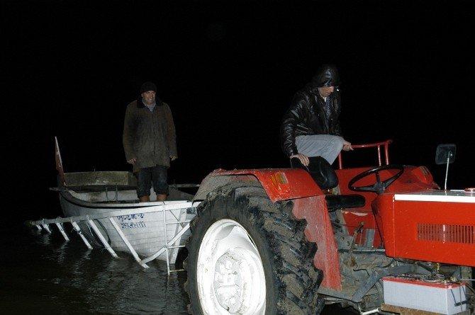 Ördek Avlarken Kendini Vuran Avcı Çamura Saplandı