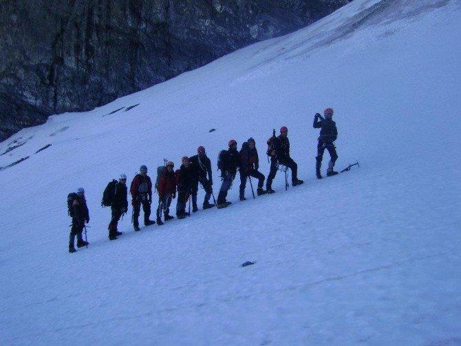 Muşlu Dağcılar Süphan Dağı Tırmanışına Katıldı
