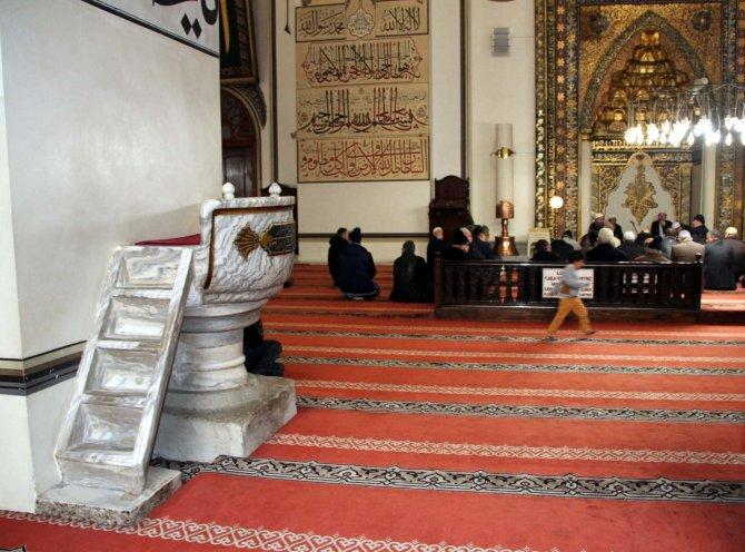 Ulu Cami'nin 'brüt taştan' vaaz kürsüsü