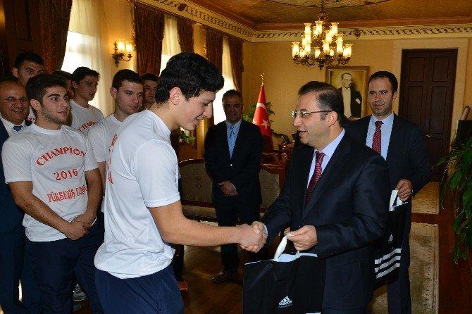 Vali Türker Genç Sporcuları Kabul Etti